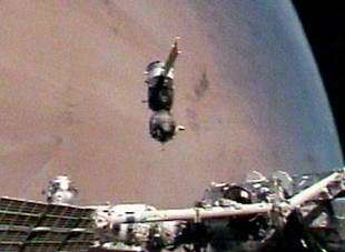 ISS Exp 12 moved Soyuz spacecraft