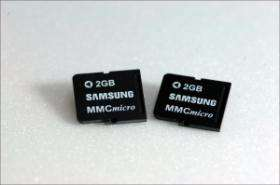 Samsung makes first 2GB phone memory card