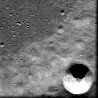 Close-up on Cuvier crater ridge