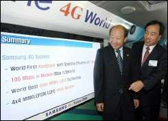 Samsung\'s telecom network business president Lee Ki-Tae (R) explains the company\'s new fourth-generation (4G) mobile technolog