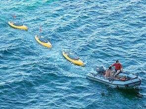 Kayaks adapted to test marine robotics
