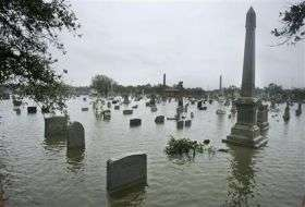 At 15 feet, Ike's storm surge less than predicted (AP)