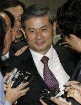 Disgraced cloning expert convicted in SKorea (AP)