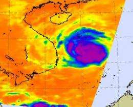 Mirinae floods Philippines, makes landfall in Vietnam with strong thunderstorms