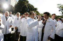 Obama pitches health care plan in front of doctors (AP)