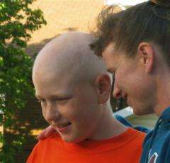 Police look for mom, son who fled to avoid chemo (AP)