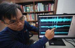 Scientist Wu Yi-min explains seismotic curves