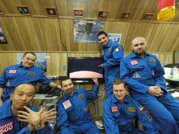 Mars500 crew prepare to open the hatch