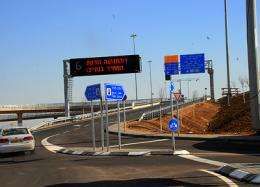 Dynamic toll for smooth-flowing traffic