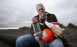 Flotsam from Japan's tsunami to hit US West Coast (AP)