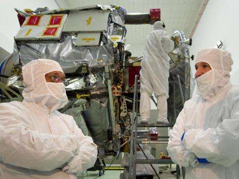 NASA administrator visits jupiter-Bound spacecraft