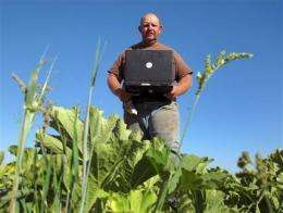 Report shows more US farmers relying on Internet (AP)