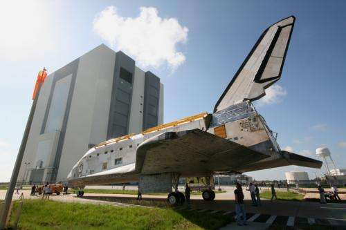 Stripped down discovery rolls towards retirement at Kennedy Space Center