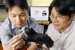 Wearable device that vibrates fingertip could improve one's sense of touch