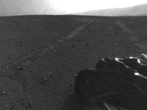 Curiosity rover begins eastbound trek on martian surface