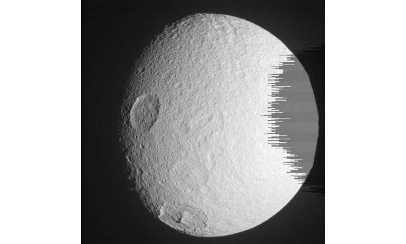 Cassini successfully flies over Enceladus