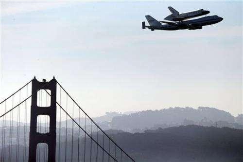 Endeavour lands at LA airport after aerial tour