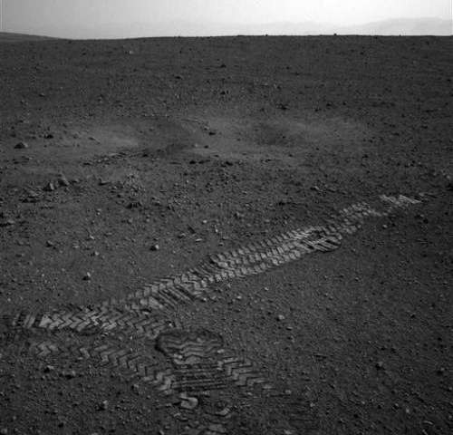 Curiosity rover takes first short spin around Mars