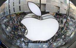Apple briefly passes Exxon as most valuable co. (AP)