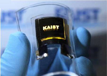 Bendable battery and LED make up the first functional all-flexible electronic system