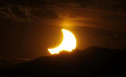 Eclipse crosses Asia, US: Millions look skyward (AP)