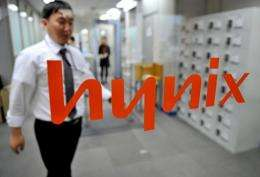 South Korea's Hynix Semiconductor said Thursday it swung into the red in the fourth quarter