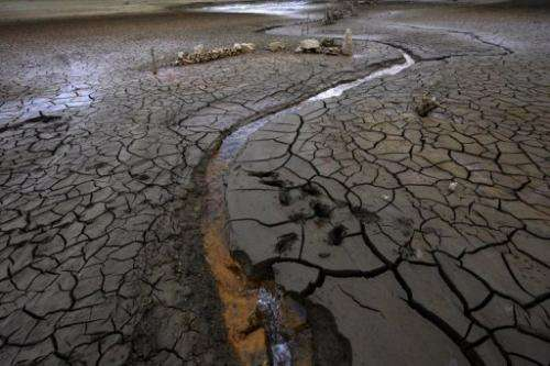 The Portodemouros reservoir has visibly shrunk and egg-shell cracks have appeared in the mud