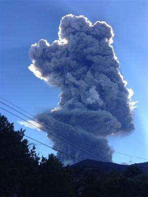 El Salvador begins evacuations near volcano