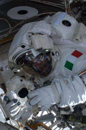 NASA still perplexed by astronaut's flooded helmet