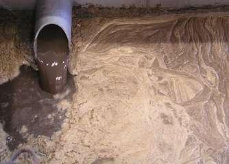 Purifying sludge through oxygen-based digestion