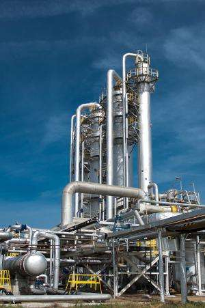 Robot inspects pipes in petrochemical platforms