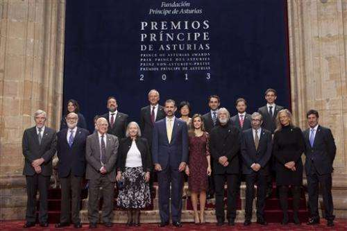 Scientists Higgs, Englert given Spanish awards