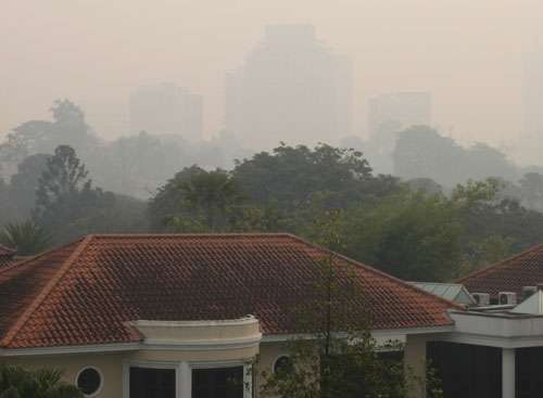 Singapore pollution reaches hazardous levels