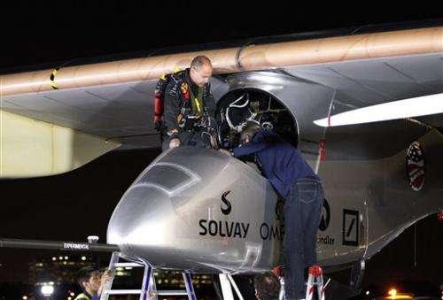 Solar plane lands in Ariz., 1st leg of major trip