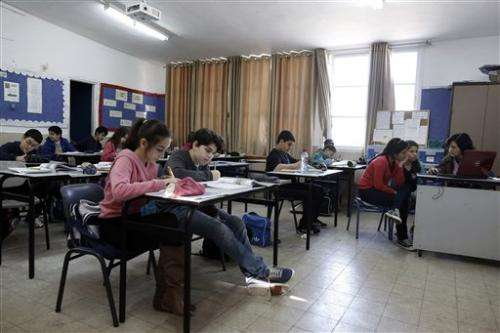 Textbook study faults Israelis and Palestinians