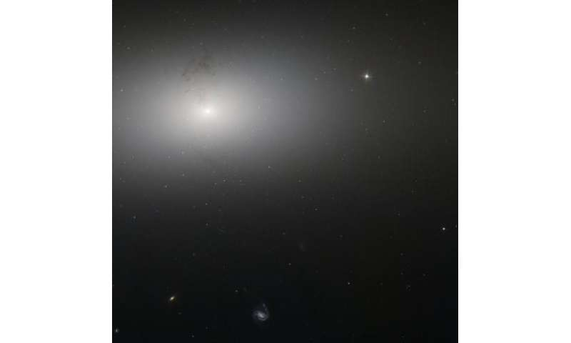 Hubble catches dusty detail in elliptical galaxy NGC 2768