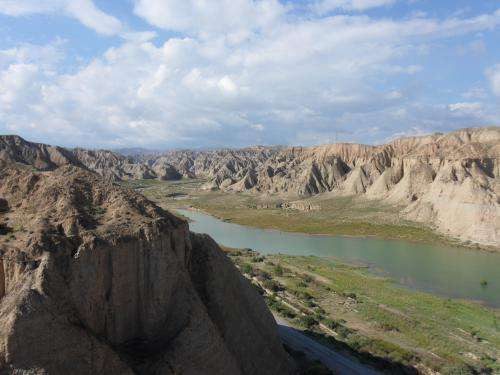 First evidence that dust and sand deposits in China are controlled by rivers
