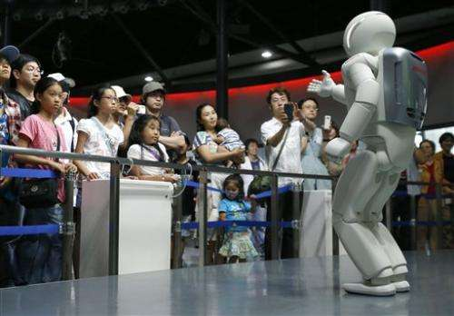 Honda's robot museum guide not yet a people person