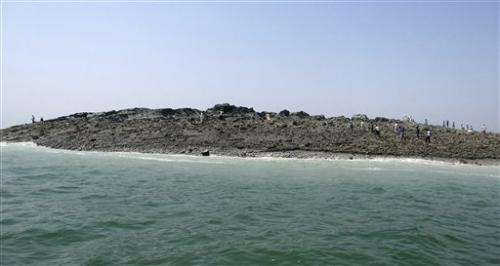 Massive quake creates island off Pakistan coast