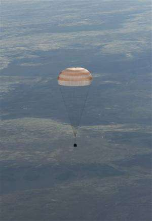 3-man space crew returns safely to Earth
