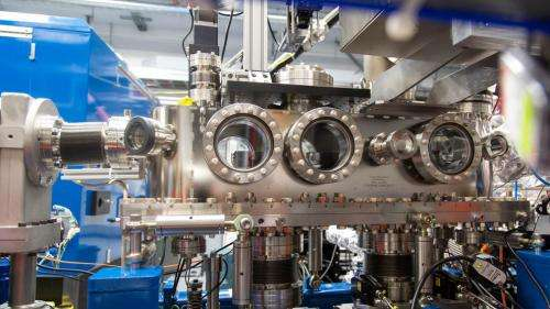 A new tool to split X-ray laser pulses