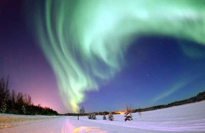 Auroras shine light on solar flares