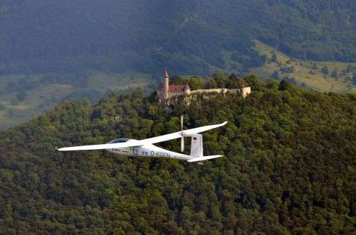 Battery-powered aircraft e-Genius on cloud nine