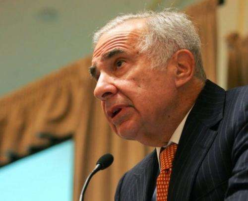 Carl Icahn speaks at a media conference, on February 7, 2006 in New York City