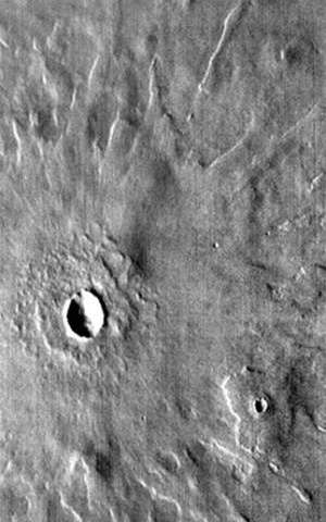 Closer look at Mars reveals new type of impact crater