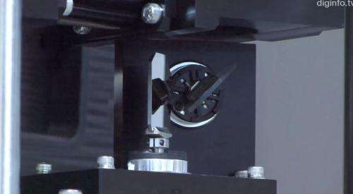 High speed camera ball-tracker at Japan lab uses mirrors (w/ video)