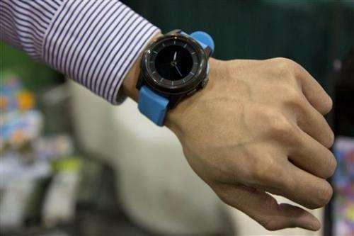Gadget Watch: Long-battery watch talks to iPhone