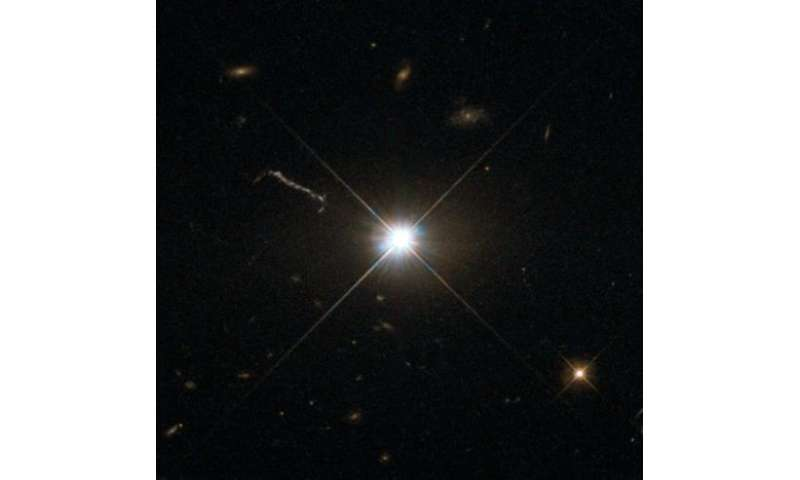 Image: Hubble shoots Bright Quasar 3C 273