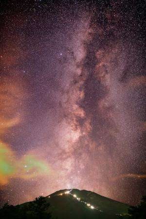 Incredible Astrophoto: The Milky Way and Mt. Fuji as a 'Galactic Volcano'