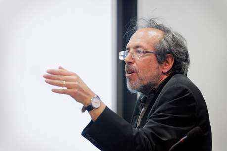 Lee Smolin describes a new model of the universe